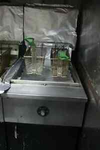 pair of double fryers/ paire de friteuse double