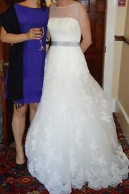 Stunning Ducado wedding dress from the La Sposa collection – size 10 - £550