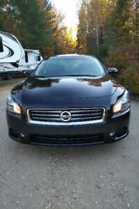 2012 Nissan Maxima SV Sedan with Sport package