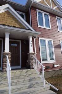 REDUCED - Townhouse With Yard For Rent in Clearview Ridge