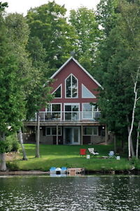 Beautiful Lakeside Cottage Gettaway on Constant lake.