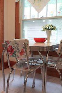 Recherche table et 4 chaises chromé rétro/Looking for retro set