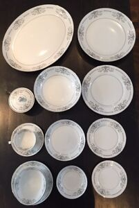 80 piece (service for 8) Mikasa Dinnerware Set from 1976