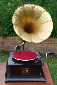 COLLECTABLE HIS MASTER VOICE WIND UP GRAMOPHONE WITH BRASS HORN Liverpool Liverpool Area Preview