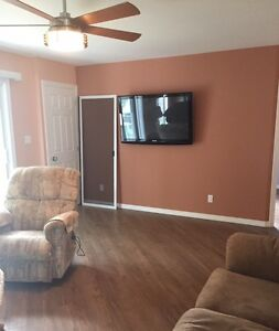 Fully Furnished Short Term Rental ~ Steps to the Waterfront Sarnia Sarnia Area image 5