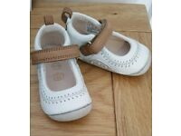 CLARKS baby shoes worth £30 kids toddler shoes
