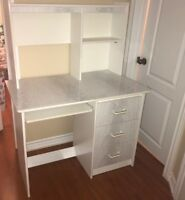 BEAUTIFUL WHITE DESK FOR SALE IN GREAT CONDITION