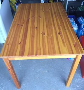 Ikea Table en Pin - Pine Table