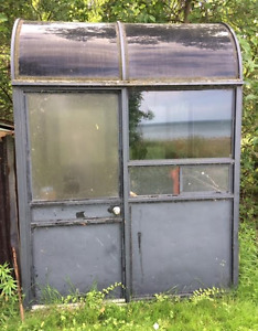 VINTAGE HAMILTON SPECTATOR BOOTH / KIOSK     GREAT FOR STORAGE