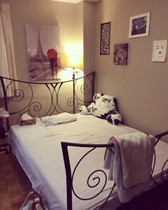 Queen size bed London Ontario image 1