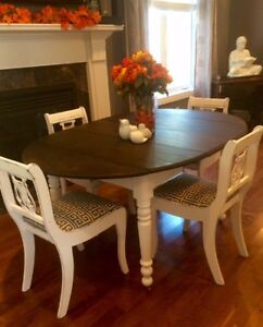 Devine White and Ebony Distressed Table with 4 Chairs