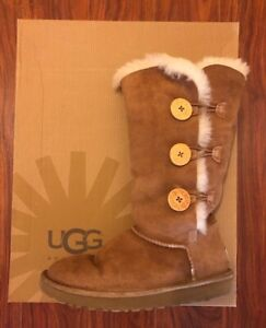 UGG BAILEY BUTTON TRIPLET II BOOT Size: 7