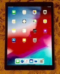 """Ipad Pro 12.9"""" 128GB Gris, WIFI+ Cellular avec chargeur et case"""