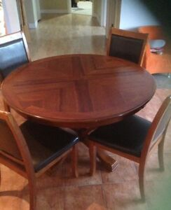 Round table & chairs
