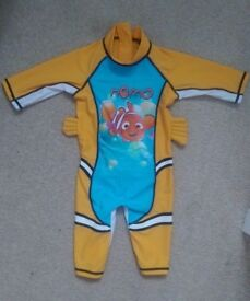 Finding Dory Nemo UV suit age 2-3 years. O