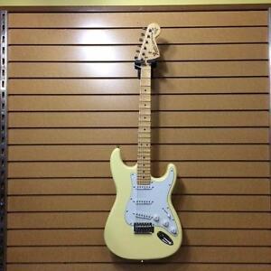 Guitare Électrique FENDER (Copie YNGWIE MALMSTEEN) ( B063129 )