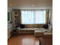 Great double room for rent in spacious flat, just few minutes away from Tooting Broadway