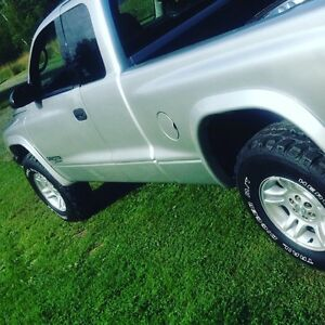 2001 Dodge Dakota (must see)
