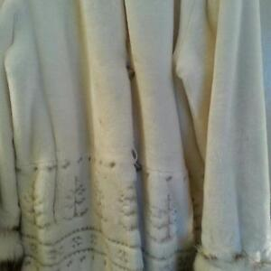 BEAUTIFUL BRAND NEW CONDITION LADIES COAT - large SIZE LARGE 100
