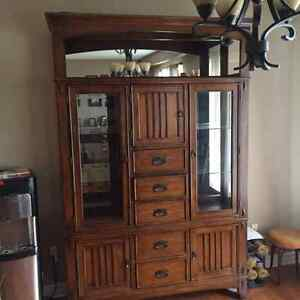 Oak Display Hutch/Cabinet Oakville / Halton Region Toronto (GTA) image 1
