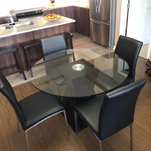 "45"" round glass kitchen / dinning room table and chairs"