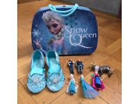 Frozen suitcase, slippers and figurine set