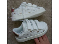 Toddlers MINNIE MOUSE White and Rose Gold Trainers Brand New With Elastic Tags Size 5 will post