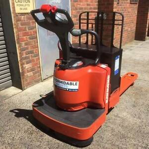 Raymond 8400 Pallet Truck Clayton South Kingston Area Preview