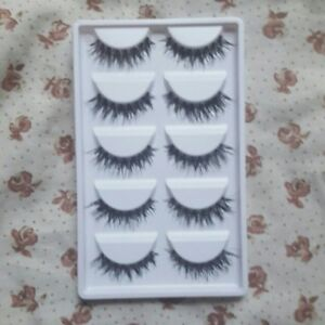 NATURAL Wispy Cross Lashes