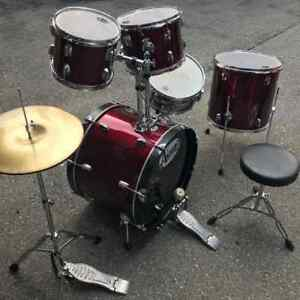 Astro 5 Piece Drum Set Plus 1 Pc Remo DrumVery good condition,