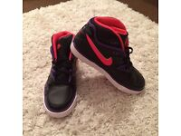 LADIES NIKE SIZE 3 HIGH TOPS EXCELLENT CONDITION