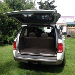 2004 Ford Explorer SUV, Crossover