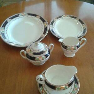 Table setting - Caledonie Alfred Eakin made in Enland
