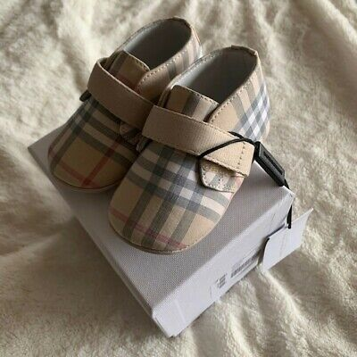 Burberry baby shoes boy