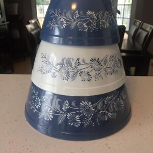 Vintage Pyrex Mixing Bowls: Colonial Myst