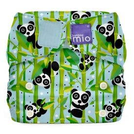 Bambino Mio Nappy bundle incl 15 nappies, 12 bamboo inserts, nappy cleanser, liners & nappy bucket