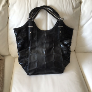 TOTE/HANDBAG, BCBG, LARGE, BLACK, VERY ATTRACTIVE - LIKE NEW