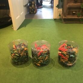 3 big buckets of new plastic toy soldiers