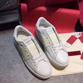 valentino rockstud trainers in Cream, SIZE 5 UK