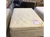 Small double divan bed with 2 drawers (mattress and base)