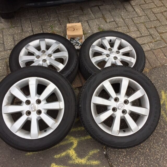 toyota yaris genuine alloy wheels with tyres and bolts 185 60 r15 very good condition like. Black Bedroom Furniture Sets. Home Design Ideas