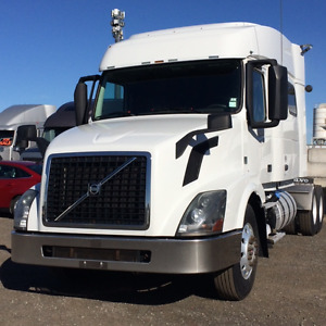 """2013 Volvo 730 VED 13 I shift Mid Roof 73"""" bunk"""