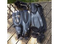 Adult 2 pairs scuba fins and boots very good condition