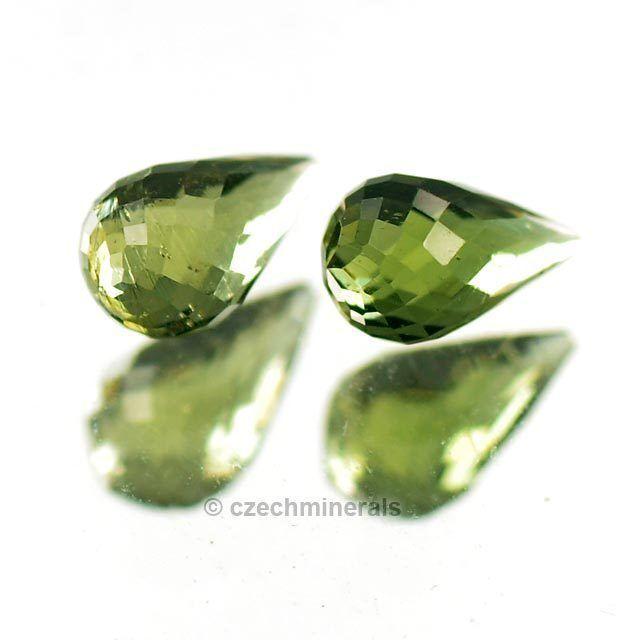 0.56cts tear drop cut 4x7mm moldavite faceted cutted gem BRUS814
