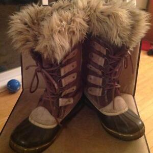 Sorel <Joan of Arctic> boots size 9 (they fit on the large side)