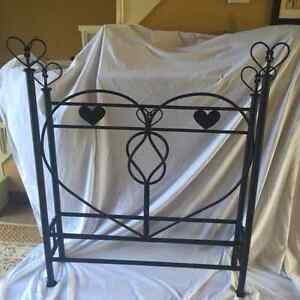 Hand-crafted Heartknot Single Bed
