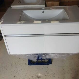 900mm Wall Hung Vanity Ceramic Top Vanity White & Mirror inlay Woy Woy Gosford Area Preview