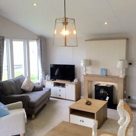 Luxury lodge, 2 bedrooms, master bedroom with an en-suite, beach access & more
