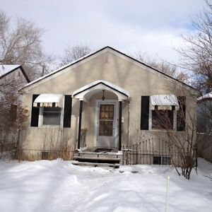Location Location Location - 3 bedroom house minutes from UofA!!