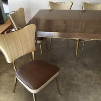 immaculate retro kitchen table and chairs